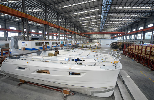 Aquila boats in factory